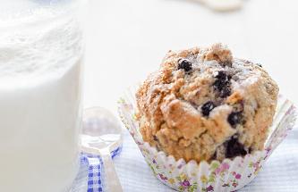 Même préparés avec des myrtilles surgelés, ces muffins sont délicieux avec un verre de lait pour le goûter !